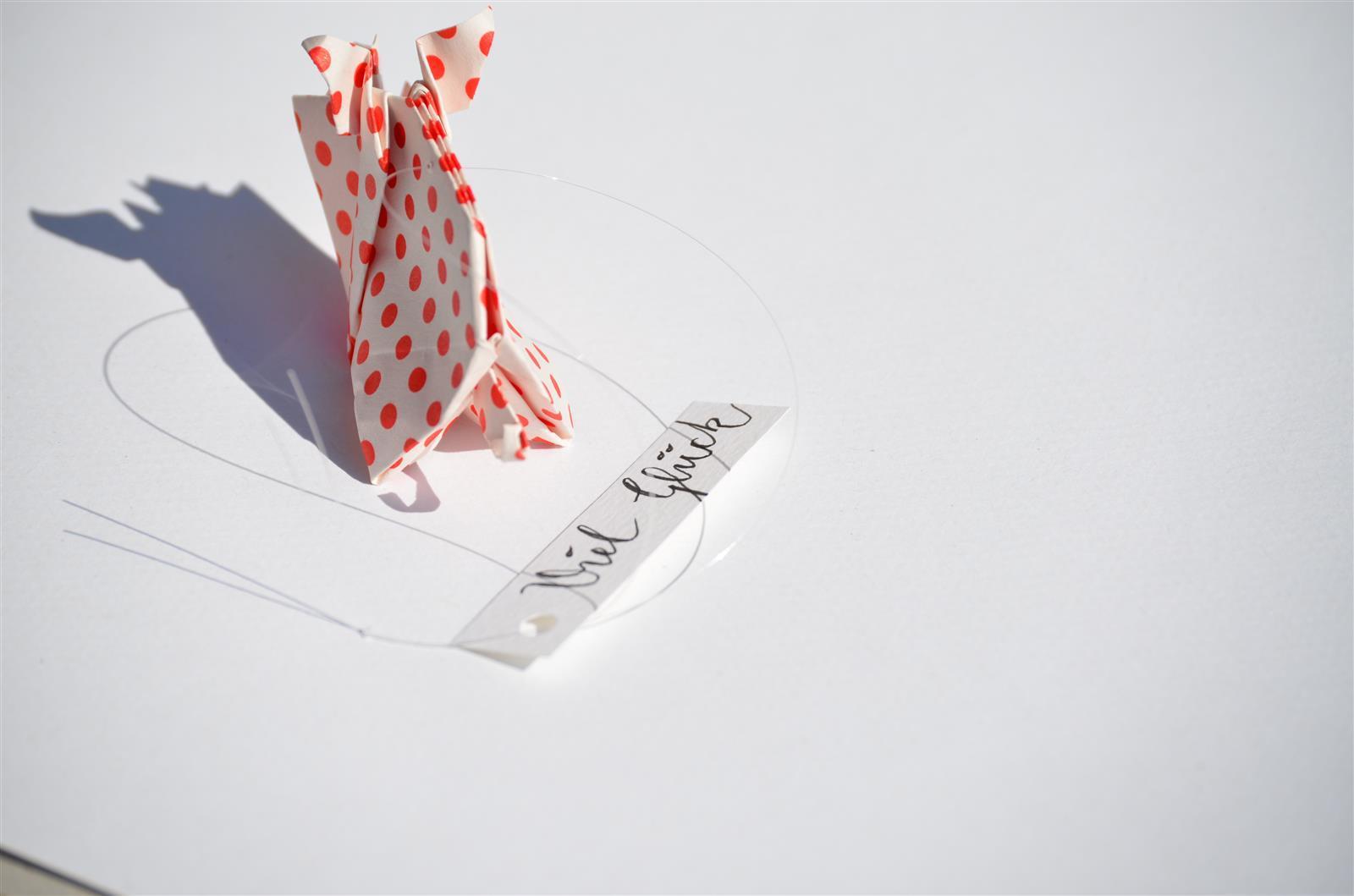 Glücksschwein + Schriftzug: weiß mit roten Punkten