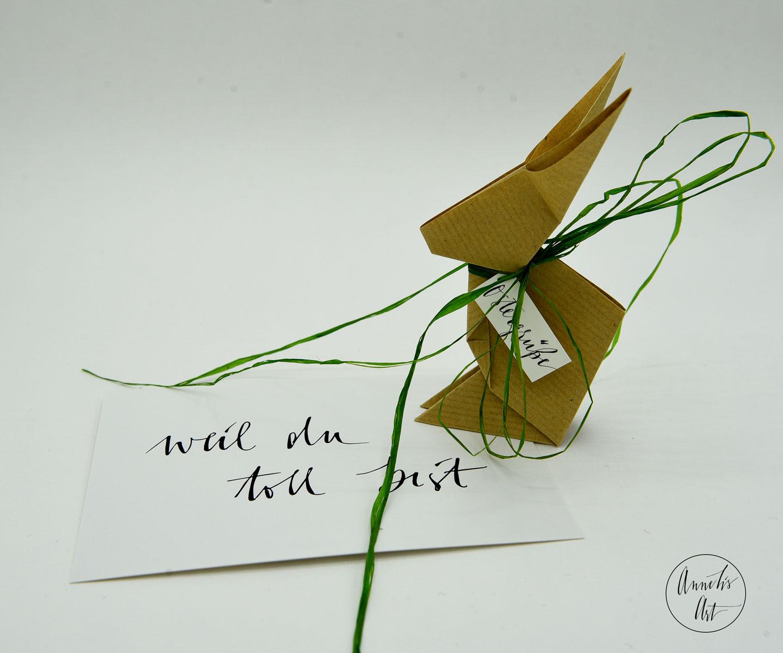 Origami-Osterhase | 15 cm | braungeripptes Kraftpapier | dein individueller Schriftzug