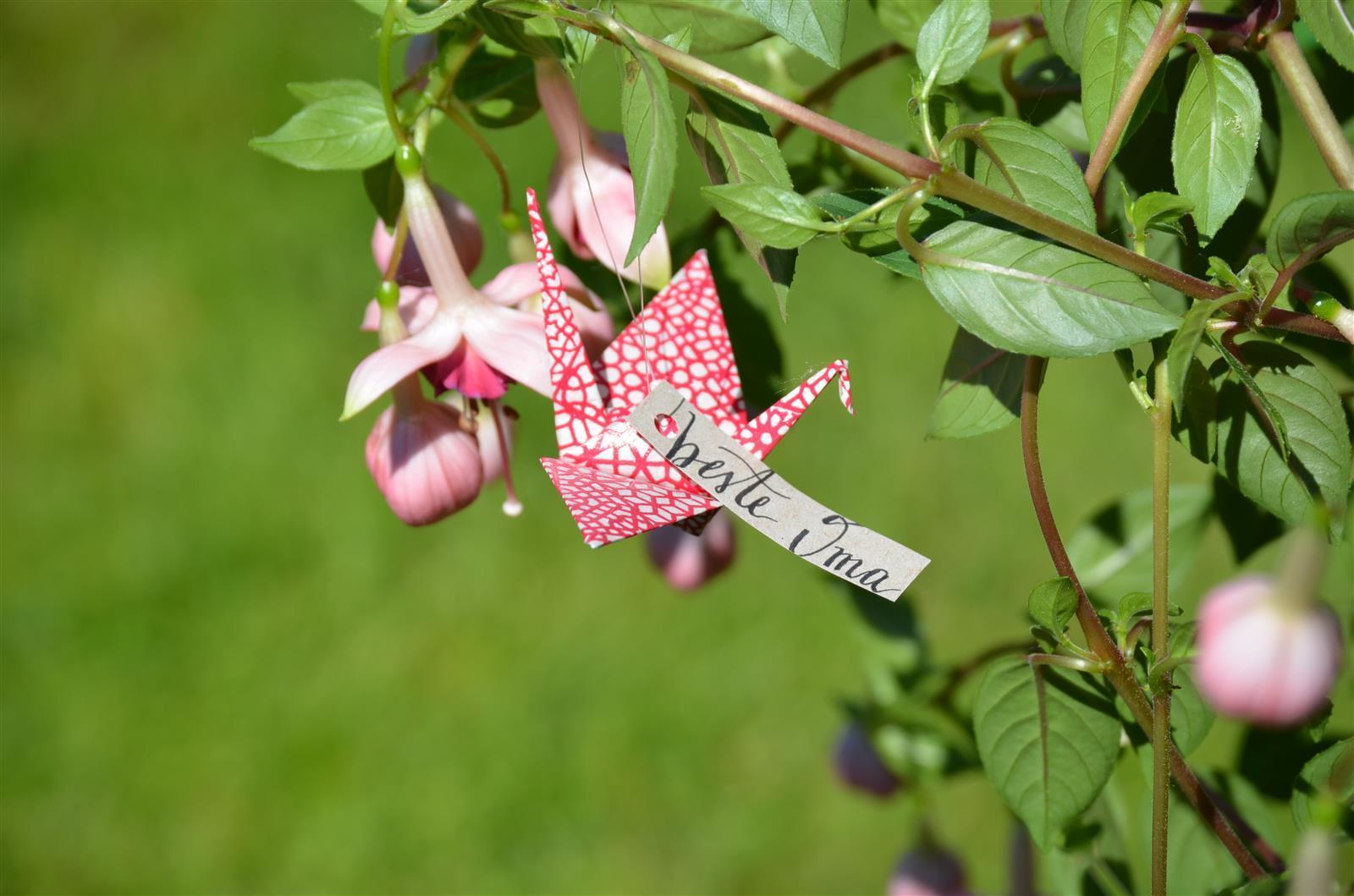 Origami-Kranich: rot gemustert, indiv. Schriftzug